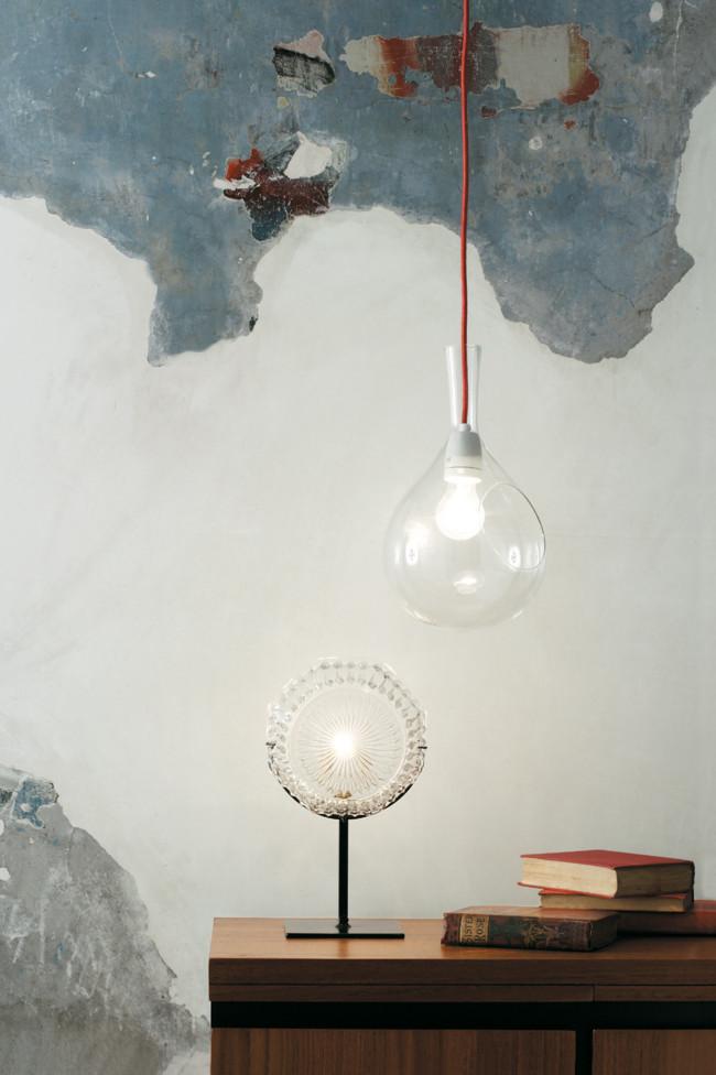 pendant-luminaires-in-the-urban-interior-design-decorated-with-industrial-furniture