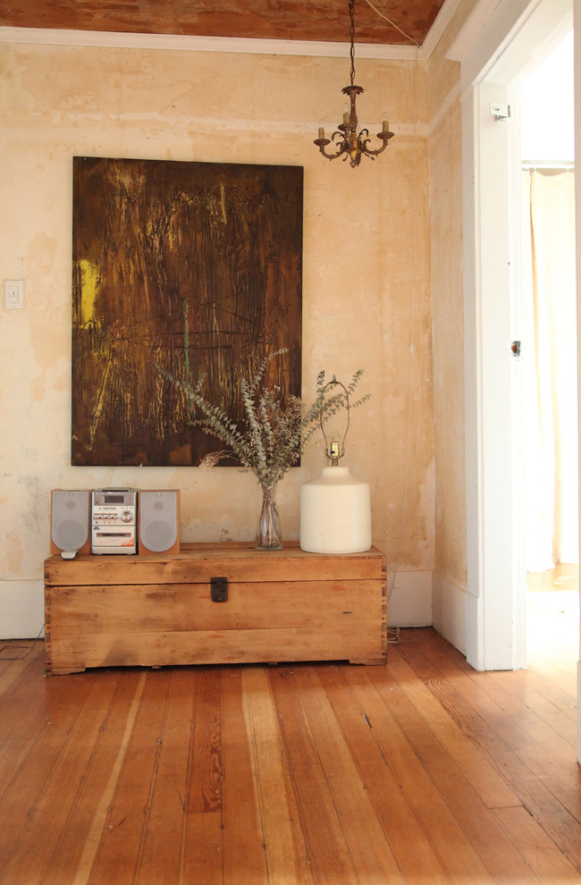 rustic-interior-design-and-abstract-art-eclectic-apartment-vintage-rustic