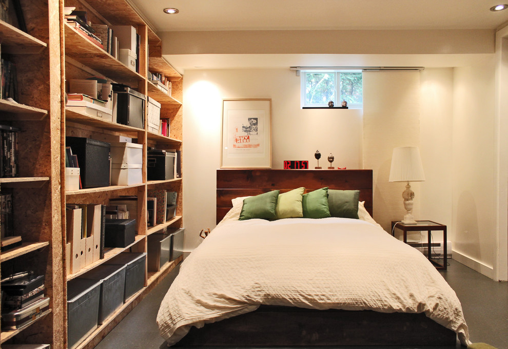 small-bedroom-diy-headboard-euro-pallet