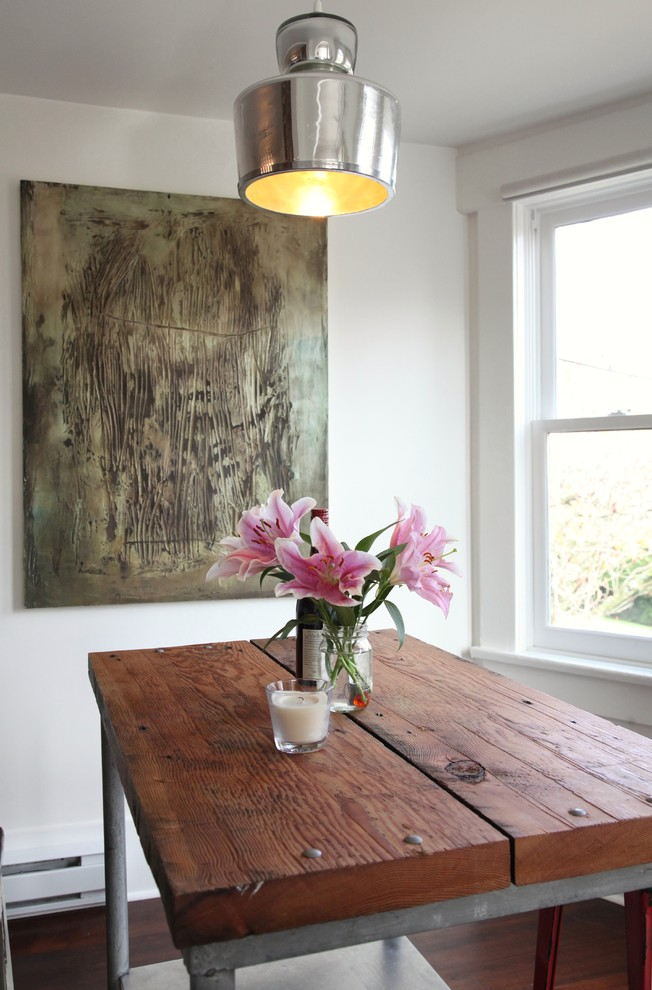 small-dining-area-with-an-industrial-table-and-cut-flowers-eclectic-apartment-vintage-rustic