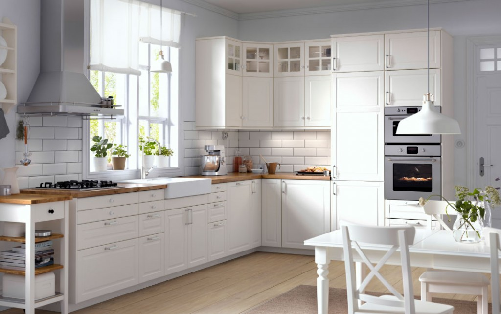 traditional-kitchen-cabinets-in-white-kitchen-shelves-with-glass-doors