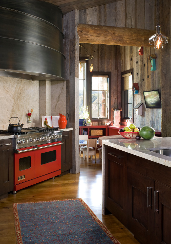 wooden-walls-hanging-lamp-stove-marble-wood-kilim-bird-feeders-rustic-kitchens-design
