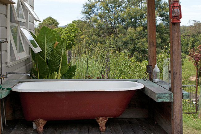 Bath in the free porch patio design