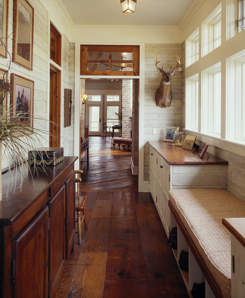 Country style floor wood floor interior design in vintage and Shabby Chic