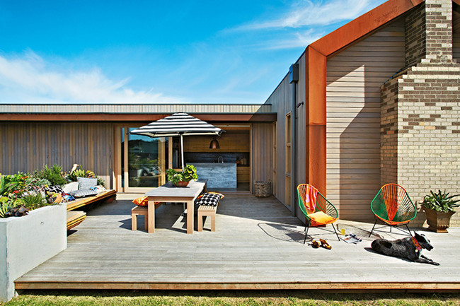 Dining area on the terrace-veranda patio design