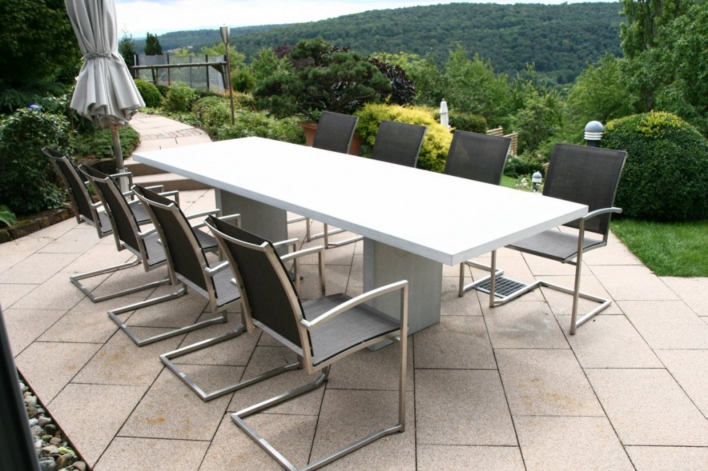 Minimalist design in the outdoor garden furniture sets