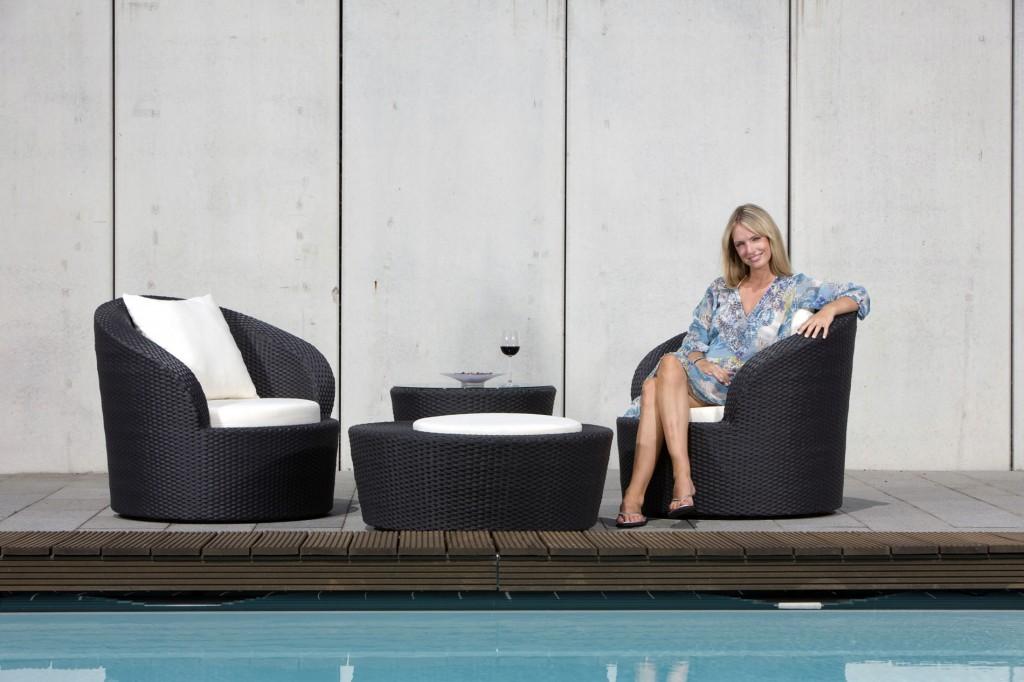 Moderne Rattansessel am Swimmingpool-Gestaltung Gartenmöbel Sets