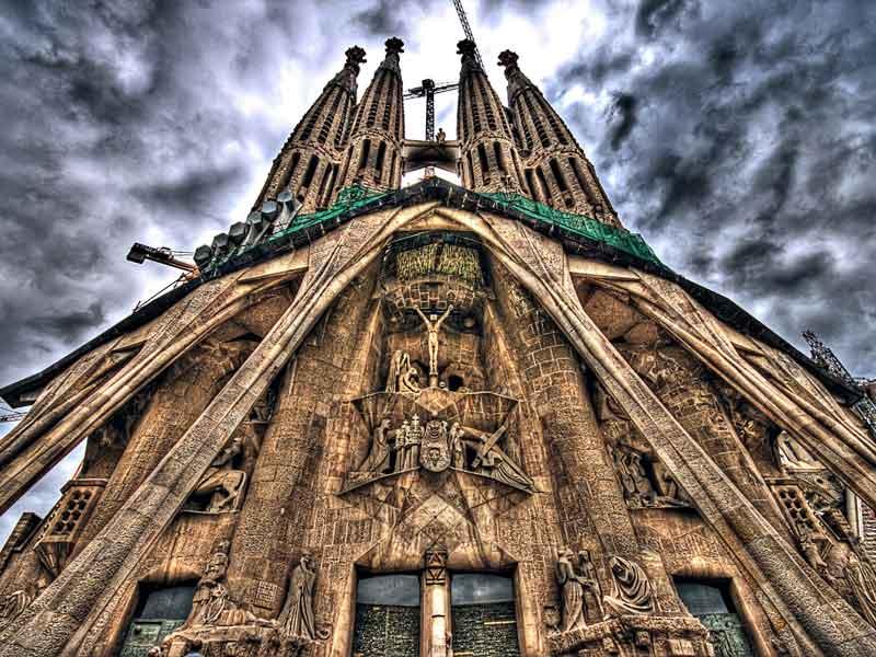 Sagrada-Família-Spain-Stunning-Clouds-Background