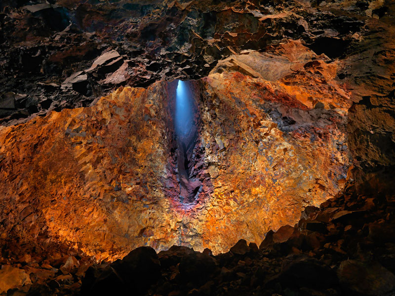 Thrihnukagigur-volcano-Iceland-Inside-the-volcano-discovering