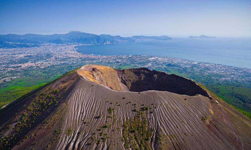 mount-vesuvius-volcano-crater-italy