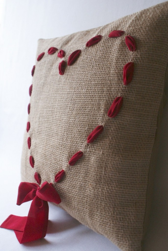 Knitted pillow Shape-deco ideas for Valentine's Day Gift Ideas For Valentine's Day