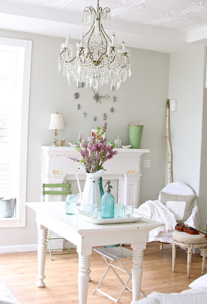 Living room table Chandelier Kaminkonsole Armchair Flowers White delicate -Shabby chic furniture