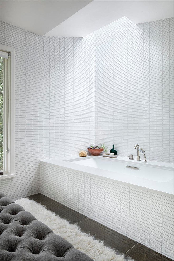 Sofa Carpet bathtub White tiles-bathroom furniture