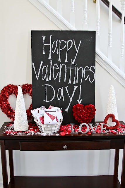 Tafelwand Label Console table Jewelry-deco ideas for Valentine's Day