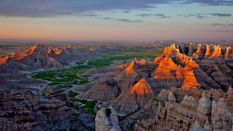 Badlands-National-Park,-Australia-sunset-highest-temperature-on-earth-national-park