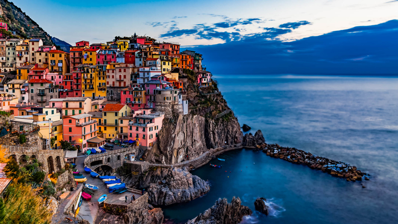 Cinqueterre-The-five-lands-of-Italy-full-color-glory-colorful-buildings-italy-seaside-beautiful-view