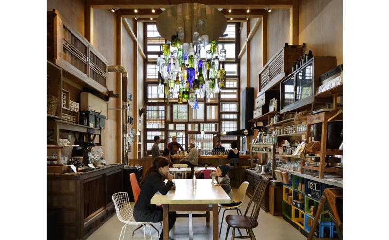 Kamikatz-Public-House-zero-waste-building-from-recycled-garbage-facade-Japan-town-Kamikatsu-dining-room