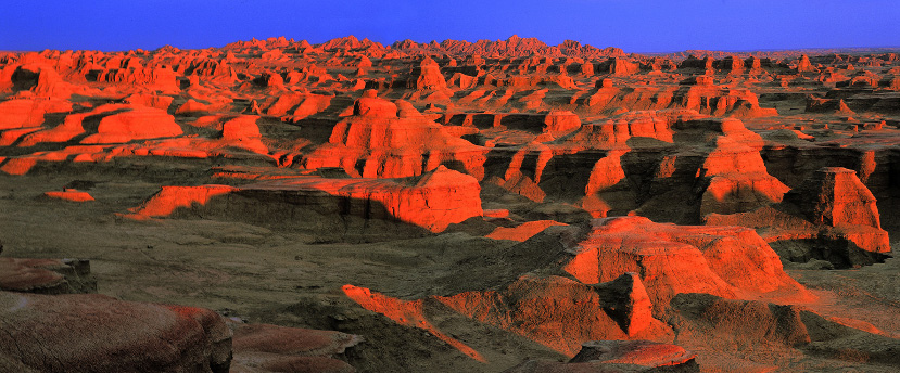 The-Flaming-mountains,-China-desert-heat-sun-beautiful-landscape-red-rocks