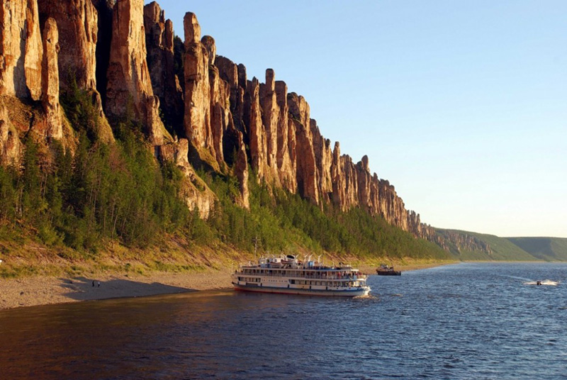 lena-river-pillars-nature-park-ship-in-river-high-rocks-nature-most-powerful-rivers