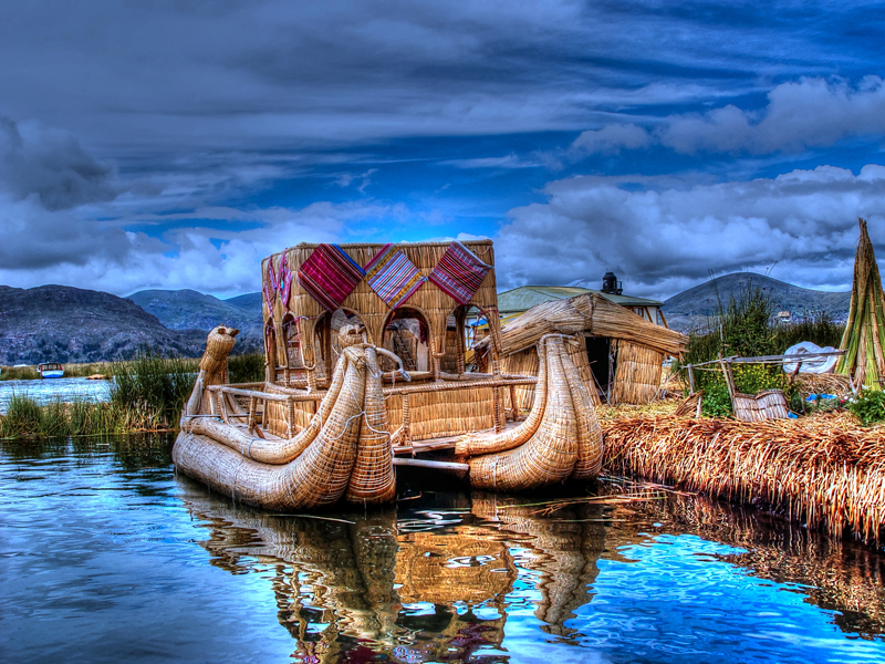 Islands-Uros-Lake-Titicaca,-Puno-city-Peru-artificial-island-made-of-cane