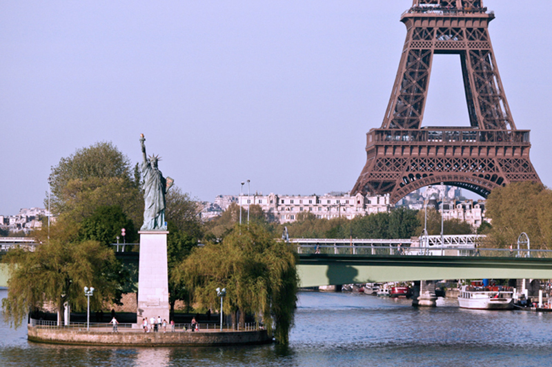 Swans-island-Paris-Statue-of-liberty-artificial-island