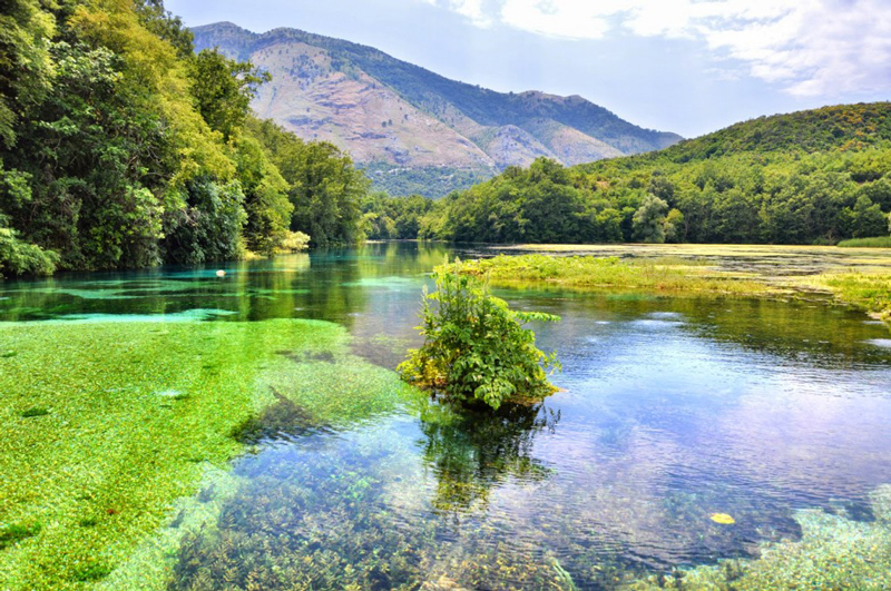 The-Bottomless-Lake-Blue-eye-lake-in-Albania-great-tourist-destination-summer-holiday-sunny-clear-lake-water
