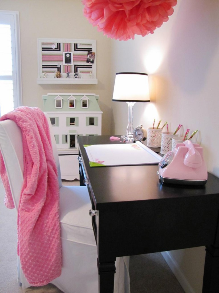 11-Modern youth room in pink with black desk-Youth bedroom Girl