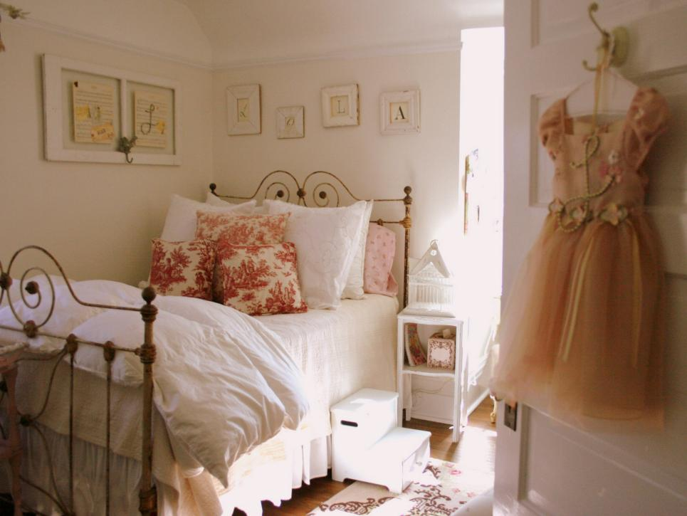 7-Children's room in shabby chic-Youth bedroom Girl