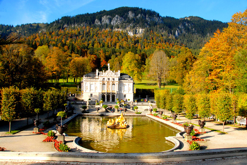 Bavaria,-Germany-beautiful-fall-landscape-of-Linderhof-Palace-amazing-autumn-colors