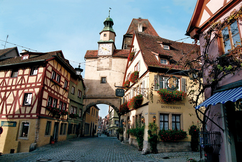 Bavaria,-Germany-bicycle-tours-southeast-Germany-traditional-houses-streets-big-clock-bavarian-restaurant-bavaria-in-fall