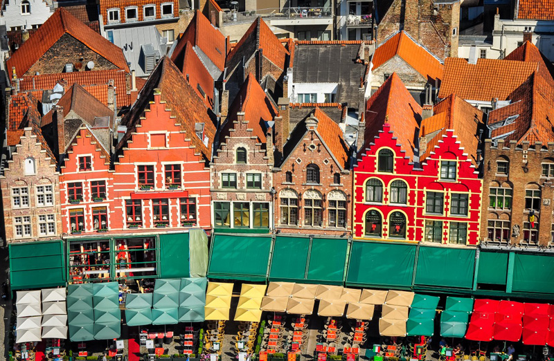Bruges-Belgium-colorfull-buildings-coffees-tourist-destination-in-autumn