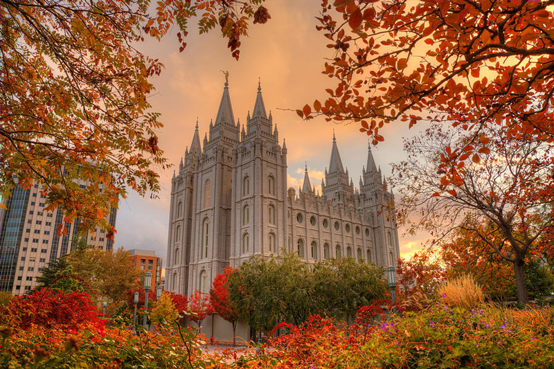 Temple-Square-Fall-USA,-Salt-Lake-City-colorfull-leaves