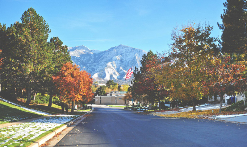 USA,-Salt-Lake-City-Autumn-Utah-mountain-peaks-snow-colorful-trees-road