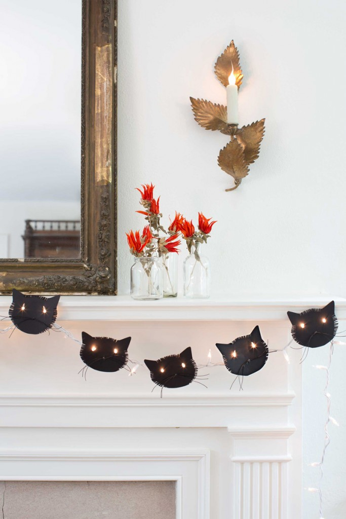 Black-Cats-Halloween-Halloween-garlands-lights-outside-halloween-decorations-diy-halloween-decorations-best-halloween-decorations--halloween-yard-decorations-vintage-halloween-decorations