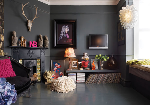 Brave Interior Ideas Dark Wall Black Painted Wall Colorful Small Decor Fall Interior Desigh Trends