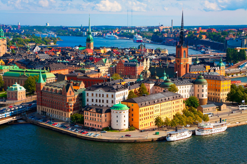 Denmark-second-happiest-country-in-the-world-happiest-countries-in-the-world-list-colorful-buildings-harbour