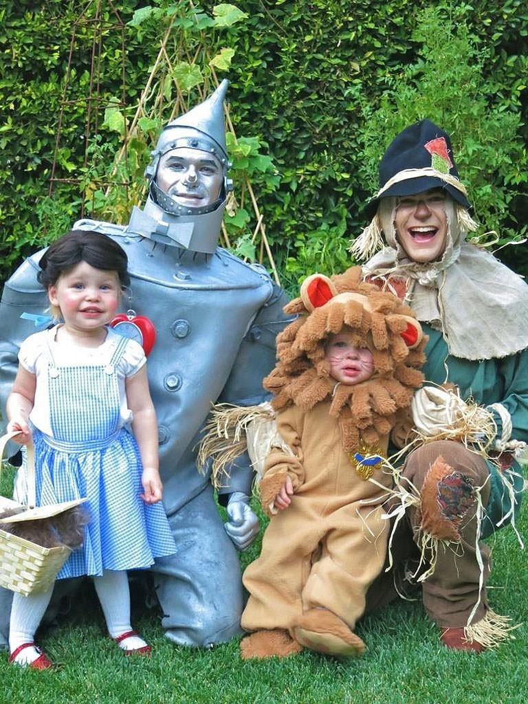 Halloween-Family-Costumes-Halloween-costume-ideas--Costume-ideas-Baby-Halloween-costumes-Halloween-ideas-Superhero-costumes-Skeleton-costumes