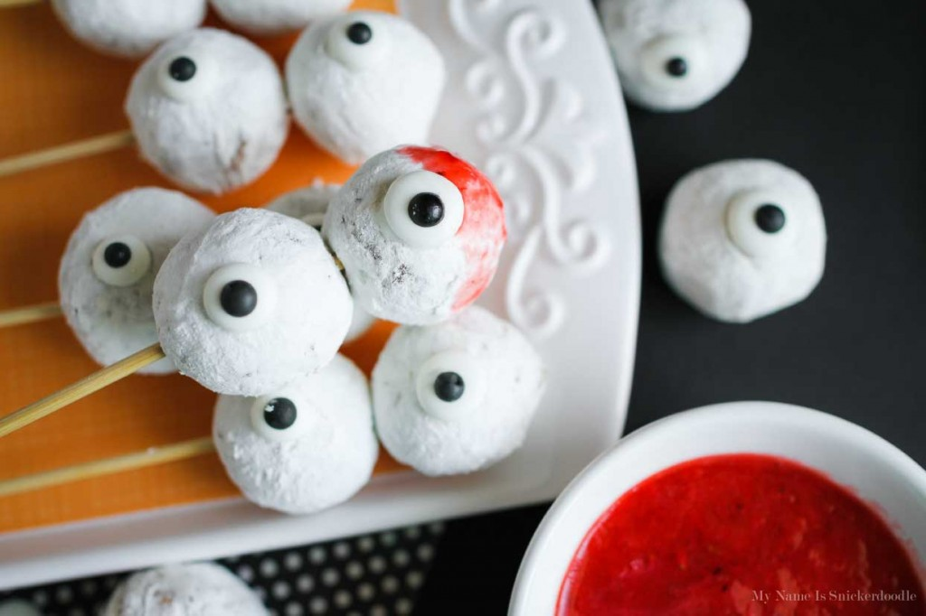 Halloween house docoration ideas Skewered-Eyeballs-For-A-Fun-Halloween-Treat