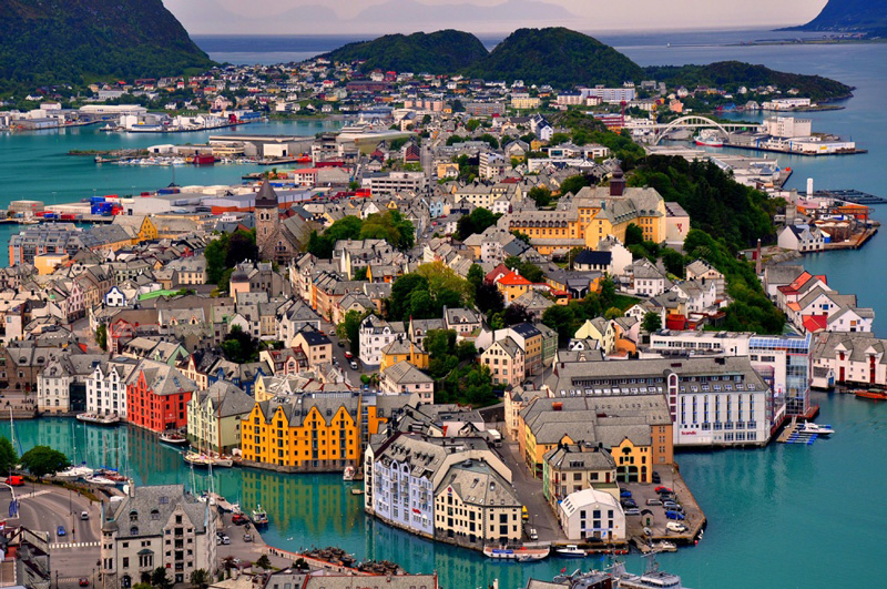 Norway-happiest-place-on-earth-happiest-country-list-norway-from-above-norwegian-colorful-houses