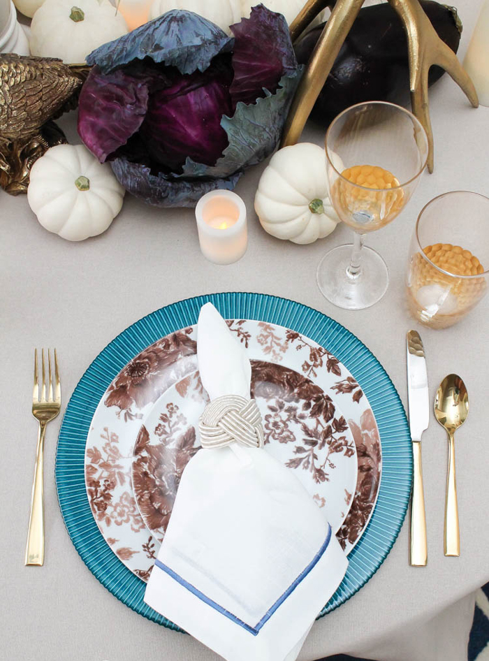 Thanksgiving-Table-Decoration-Ideas-Red-Cabbage-Centerpiece-Blue-Dishes-Golden-Table-Settings
