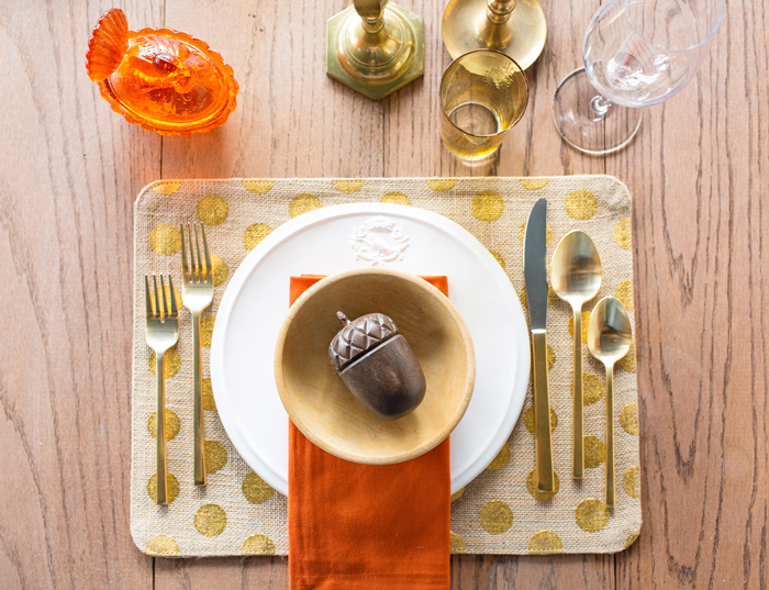 Thanksgiving-Table-Settings-Ideas-Acorn-Golden-Settings-Golden-Table-Decorations