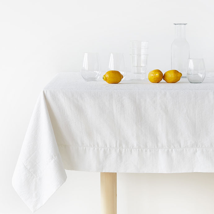 White classic table cloth lemons fall table decorations autumn table decorations easy thanksgiving centerpieces fall décor simple inexpensive fall table decorations fall table settings