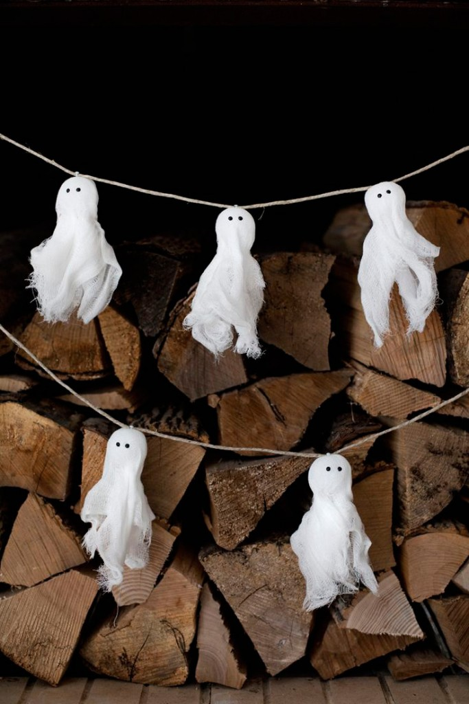 diy-handmade-ghost-garland-Halloween-lights-outside-halloween-decorations-diy-halloween-decorations-best-halloween-decorations--halloween-yard-decorations-vintage-halloween-decorations