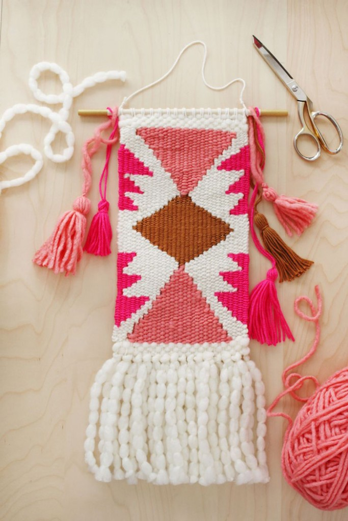 DIY-White-and-Pink-Knitted-Wall-Hanging-crochet-home-décor-knitted--wall-art-knitted-wall-hanging