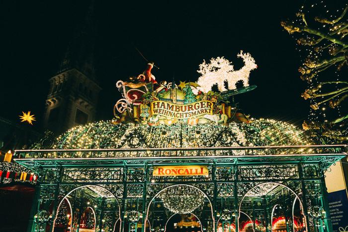 Hamburg-Germany-Christmas-Market-Brigh-Lights-Santa-Claus-best-christmas-markets-christmas-market-holidays-best-christmas-markets-in-europe-german-christmas-markets