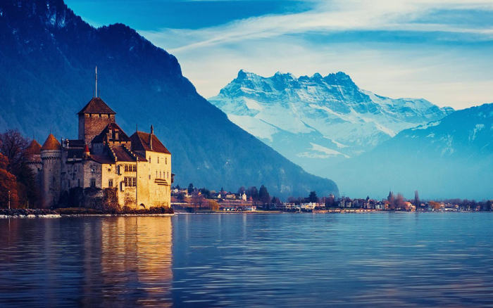 Lake-Geneva-Switzerland-Beautiful-Landscape-Mountains-with-snow-europe-trip-planner-planning-a-trip-to-europe-driving-in-europe-planning-a-driving-holiday-in-europe