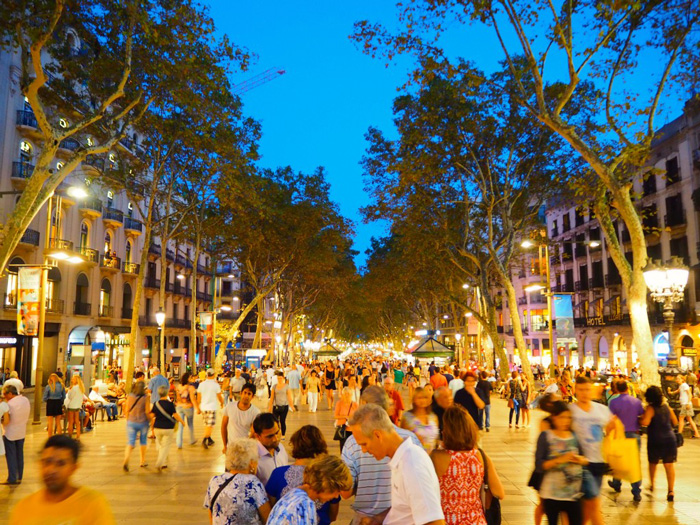 Las-Ramblas-Barcelona-At-Night-the-most-famous-street-in-barcelona-solo-travel-single-travel-travelling-alone-solo-vacations-solo-travel-companies-places-to-travel-alone