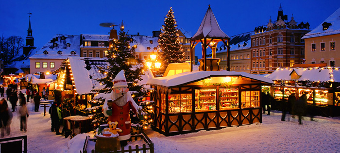 Prague-Christmas-Market-Snowy-Cold-Weather-Christmas-lights-best-christmas-markets-christmas-market-holidays-best-christmas-markets-in-europe