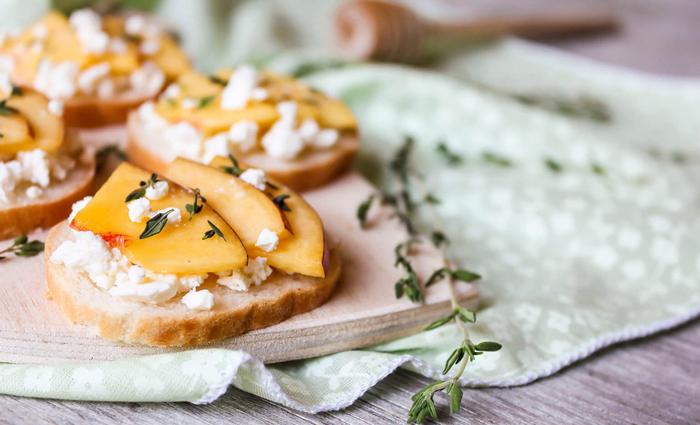 Snacking-Bruschetta-Peach-Cheese-Sandwich-Snacks-healthy-snacks-snack-ideas-easy-snacks-snack-foods-evening-snacks
