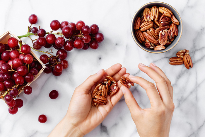 Snacking-Grapes-Walnuts-Snacks-healthy-snacks-snack-ideas-easy-snacks-snack-foods-evening-snacks